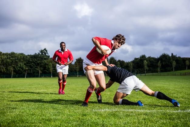 Gracze Rugby Walczą Podczas Gry Premium Zdjęcia