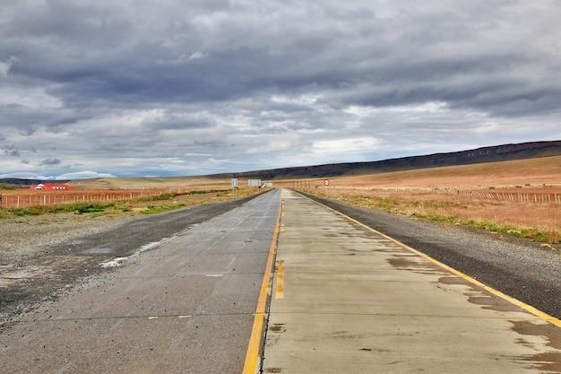 Granica Między Argentyną I Chile W Patagonii Premium Zdjęcia
