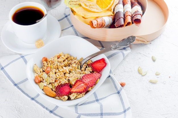 Granola Z Owocami, Frytkami I Kawą Premium Zdjęcia