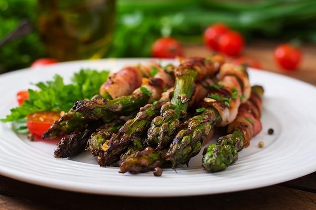 Grillowane Fioletowe Szparagi Owinięte Boczkiem Darmowe Zdjęcia