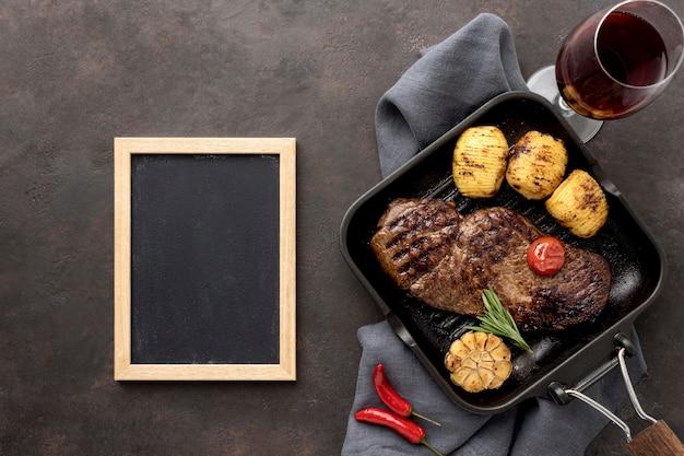 Grillowane Mięso Z Warzywami Na Patelni Darmowe Zdjęcia