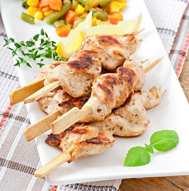Grillowany Kurczak Na Bambusowych Szaszłykach Darmowe Zdjęcia