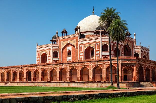 Grobowiec Humajuna Znany Jako Cel Atrakcji Turystycznych. Delhi, Indie Premium Zdjęcia