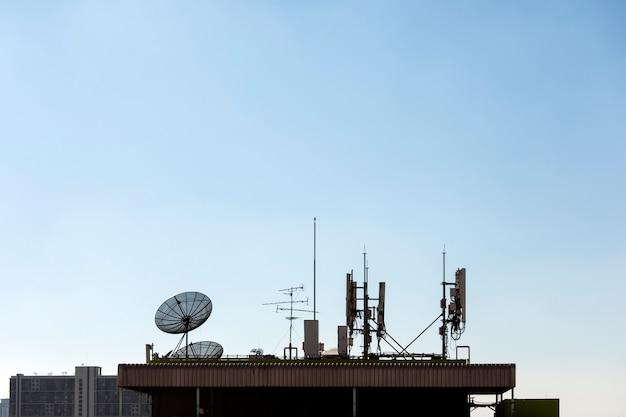 Grupa Anten Telekomunikacyjnych I Anteny Satelitarnej Premium Zdjęcia