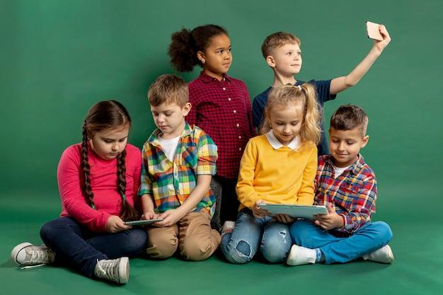 Grupa Dzieci Przy Selfie Darmowe Zdjęcia