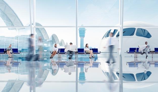 Grupa Ludzi Biznesu Na Lotnisku Premium Zdjęcia