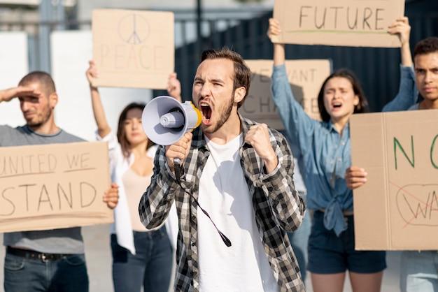 Grupa ludzi demonstrujących na rzecz pokoju Darmowe Zdjęcia