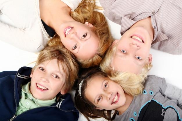 Grupa młodych i pięknych chłopców Darmowe Zdjęcia