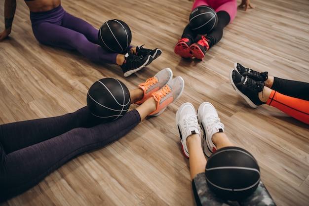 Grupa pilates, poćwiczyć na siłowni Darmowe Zdjęcia