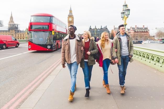 Grupa przyjaciół, zabawy w londynie Premium Zdjęcia