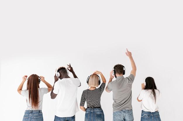 Grupa smażonych ze słuchawkami miejsce Darmowe Zdjęcia