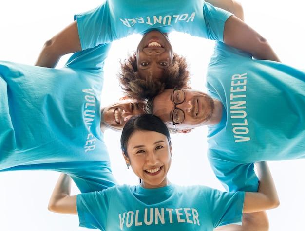 Grupa Szczęśliwych I Różnorodnych Wolontariuszy Darmowe Zdjęcia