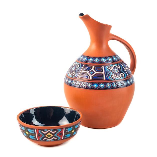 Gruziński Ręcznie Robiony Dzban Ceramiczny Z Tradycyjnymi Zdobieniami Premium Zdjęcia