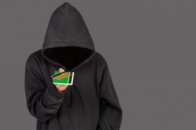 Hacker Ma Złotą Kartę Kredytową I Książkę Bankową Darmowe Zdjęcia