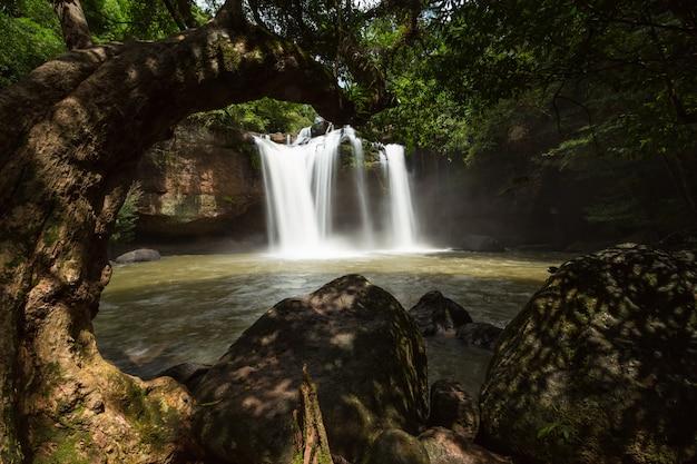 Haewsuwat Siklawa Przy Khao Yai Parkiem Narodowym, Tajlandia Premium Zdjęcia