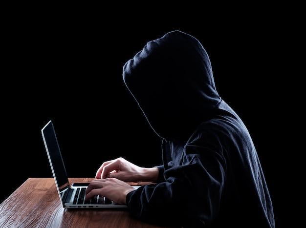 Hakery Komputerowe Z Kapturem Kradną Informacje Premium Zdjęcia