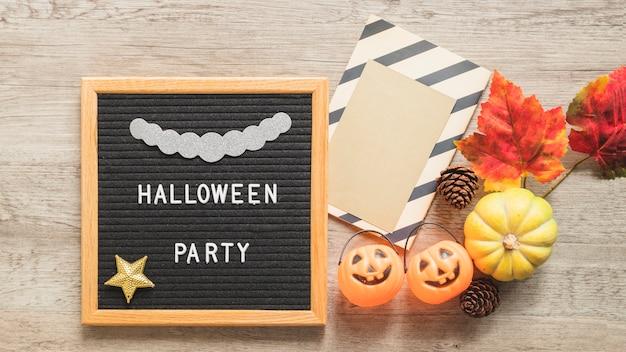 Halloween i jesień symbole w pobliżu ramki z pisania Darmowe Zdjęcia