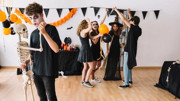 Halloweenowe Imprezowicze Tańczące Darmowe Zdjęcia