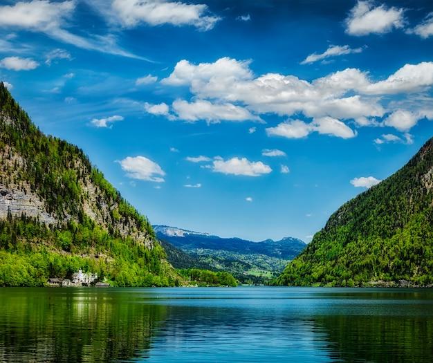 Hallstatter See Górskie Jezioro W Austrii Premium Zdjęcia