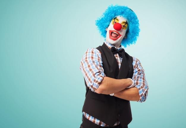 Happy Clown Ze Skrzyżowanymi Rękami Darmowe Zdjęcia