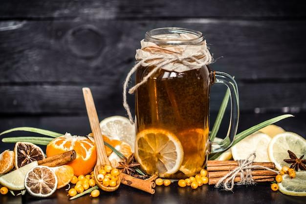 Herbata Z Cytryną Na Czarnym Tle Darmowe Zdjęcia