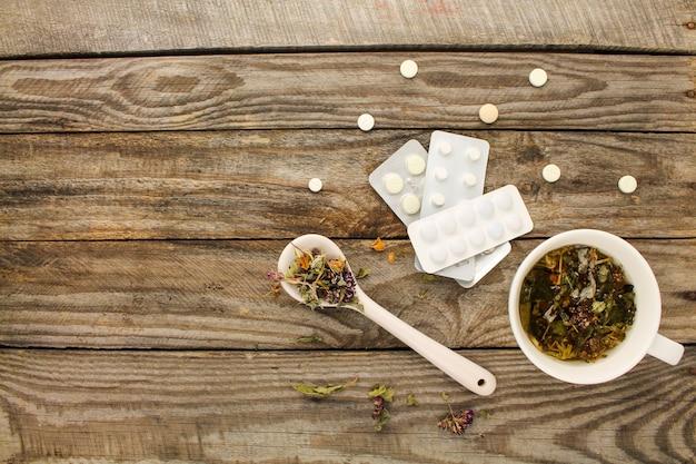 Herbata Z Ziołami, Medycyna. Widok Z Góry. Premium Zdjęcia
