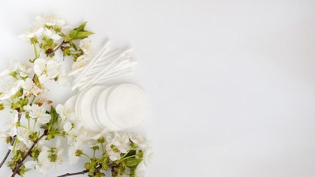 Higieniczne nakładki kosmetyczne i kwiatki jednorazowego użytku Premium Zdjęcia