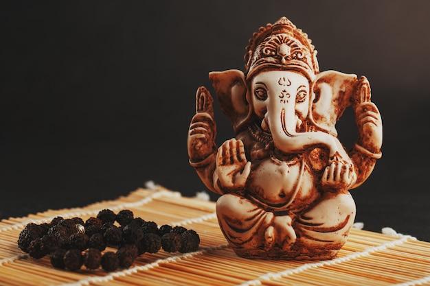 Hinduski Bóg Ganesh Na Białym Tle Premium Zdjęcia