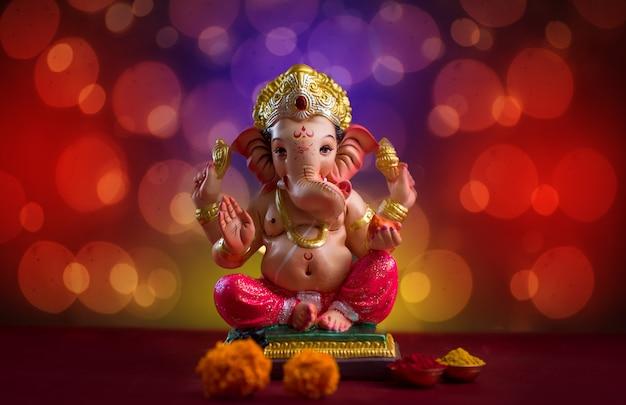 Hinduski Bóg Ganesha Na Blured Bokhe, Ganesha Idol. Premium Zdjęcia