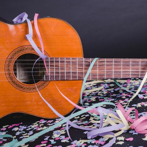 Hiszpańska Gitara Z Konfetti Darmowe Zdjęcia