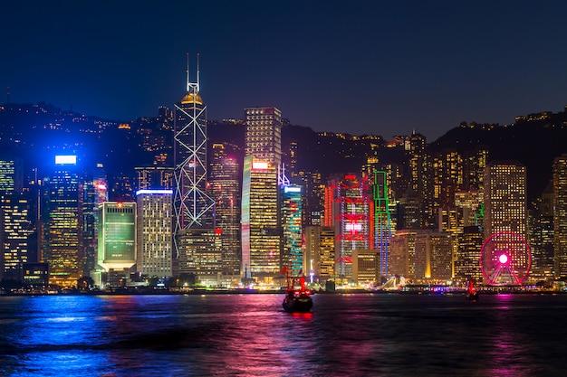 Hong Kong W Nocy W Victoria Habour. Premium Zdjęcia