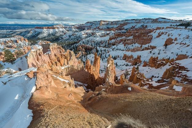 Hoodoos Bryce Canyon W Utah Podczas Zimy Premium Zdjęcia