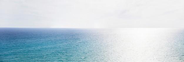 Horyzont Błękitnego Morza Premium Zdjęcia