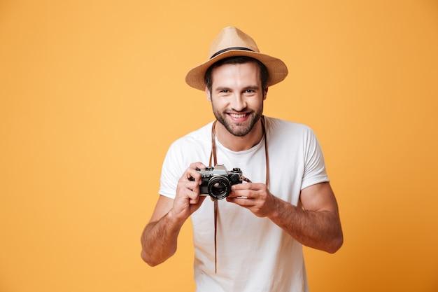 Horyzontalny Wizerunek Pozytywny Mężczyzna Mienia Kamera Darmowe Zdjęcia