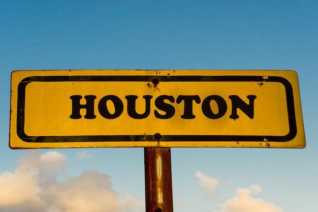 Houston Miasta Koloru żółtego Stary Znak Z Niebieskim Niebem Premium Zdjęcia