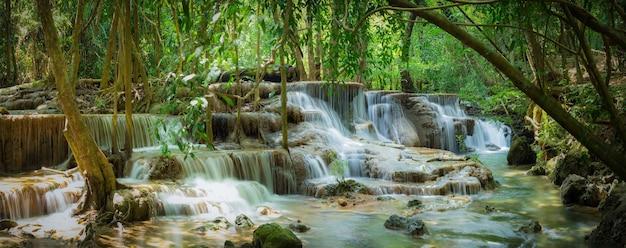 Huay Mae Kamin Wodospad Park Narodowy Premium Zdjęcia