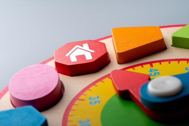 Ikona Domu Na Kolorowe Puzzle Premium Zdjęcia