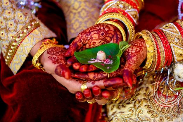 Indiańska Pooja ślubna Premium Zdjęcia