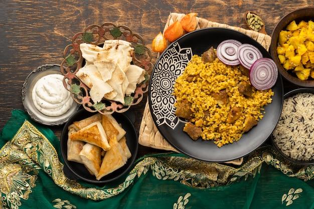 Indyjski Posiłek Z Ryżem I Sari Darmowe Zdjęcia