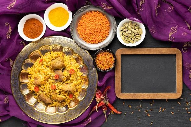 Indyjskie Jedzenie Z Sari I Ramką Darmowe Zdjęcia