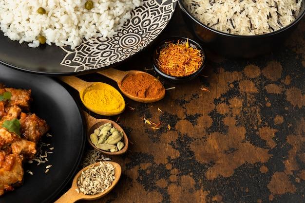Indyjskie Potrawy I Przyprawy Premium Zdjęcia