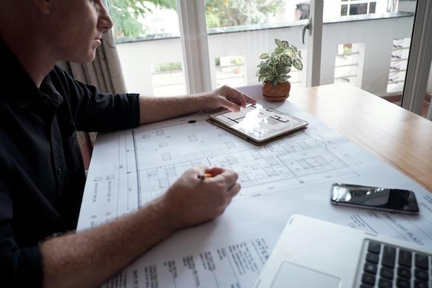 Inżynier Pracuje Nad Projektem Darmowe Zdjęcia