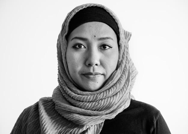 Islamski kobieta portret patrzeje kamerę Darmowe Zdjęcia