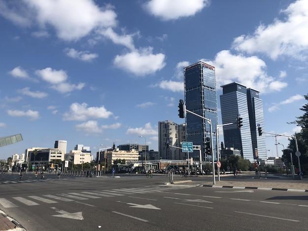Izrael. Puste Ulice Tel Awiwu Podczas święta Narodowego Jom Kipur Premium Zdjęcia