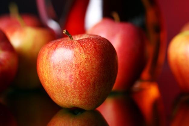 Jabłka I Dzban Z Sokiem Darmowe Zdjęcia