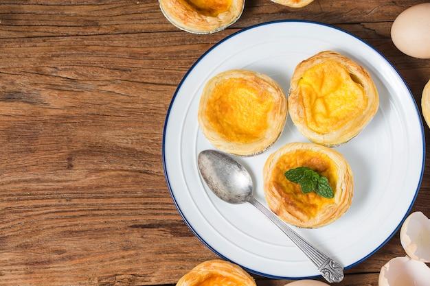 Jajeczny Tarta, Tradycyjny Portugalski Deser Premium Zdjęcia