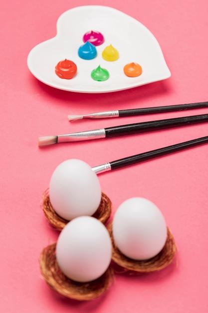 Jajka Z Dużym Kątem I Malowanie Jaj Darmowe Zdjęcia