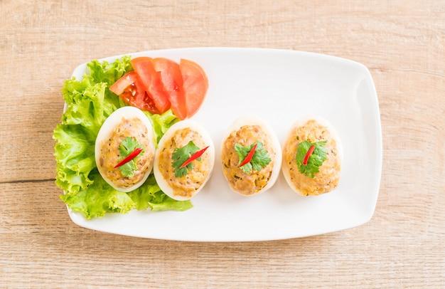 Jajko Gotowane Z Mieloną Wieprzowiną Premium Zdjęcia