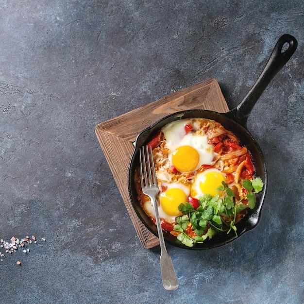 Jajko Sadzone Z Warzywami Premium Zdjęcia