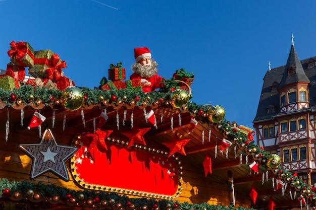 Jarmark Bożonarodzeniowy W Strasburgu, Alzacja, Francja Premium Zdjęcia